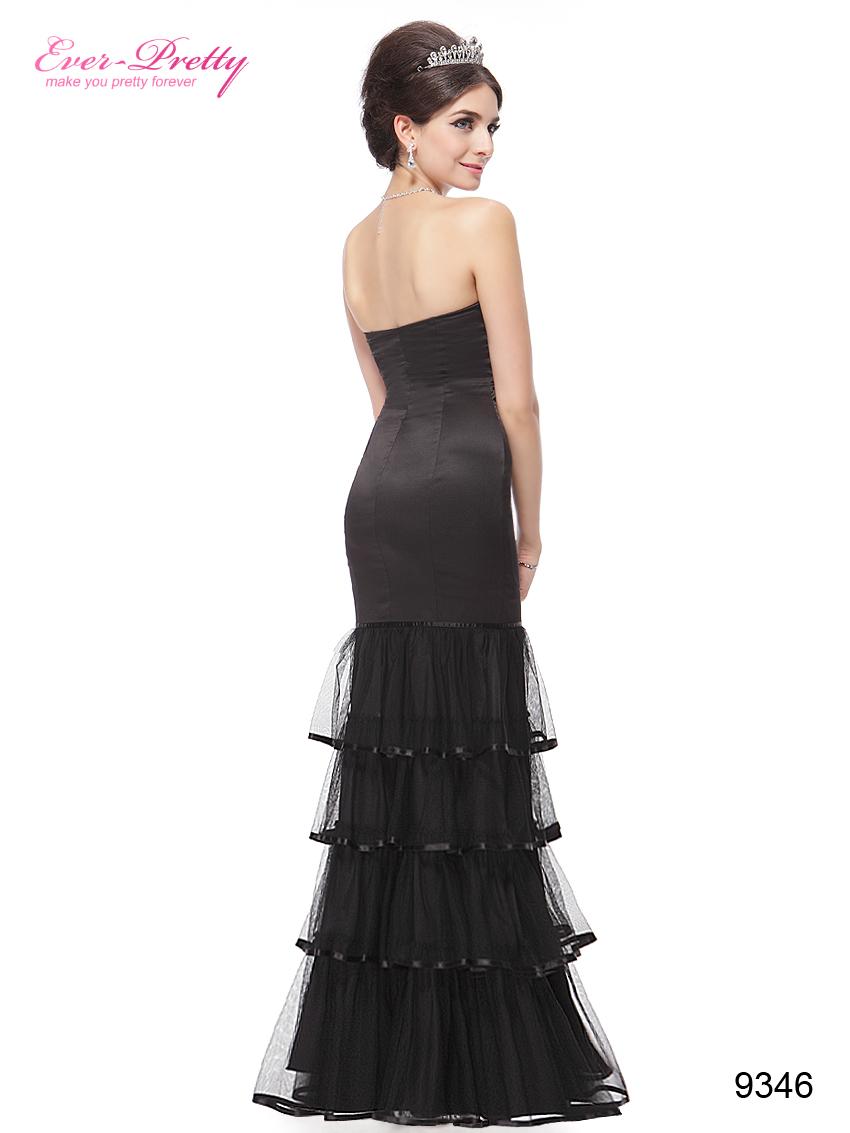 Облегающее чёрное платье с воланами.